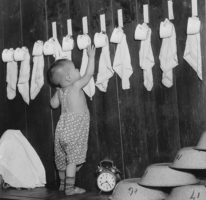 С советских времён и по сей день воспитатели добиваются того, чтобы дошкольники выполняли все гигиенические нормы и правила.