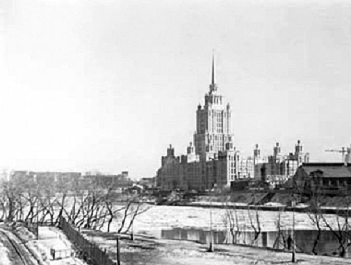 Вид на гостиницу «Украина». СССР, Москва, 1955 год.