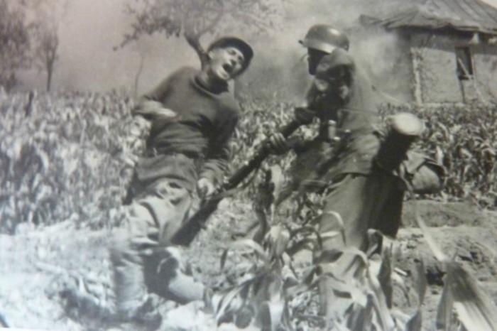 Заподозренный в шпионаже мужчина. СССР, Западная Украина, 1941 год.