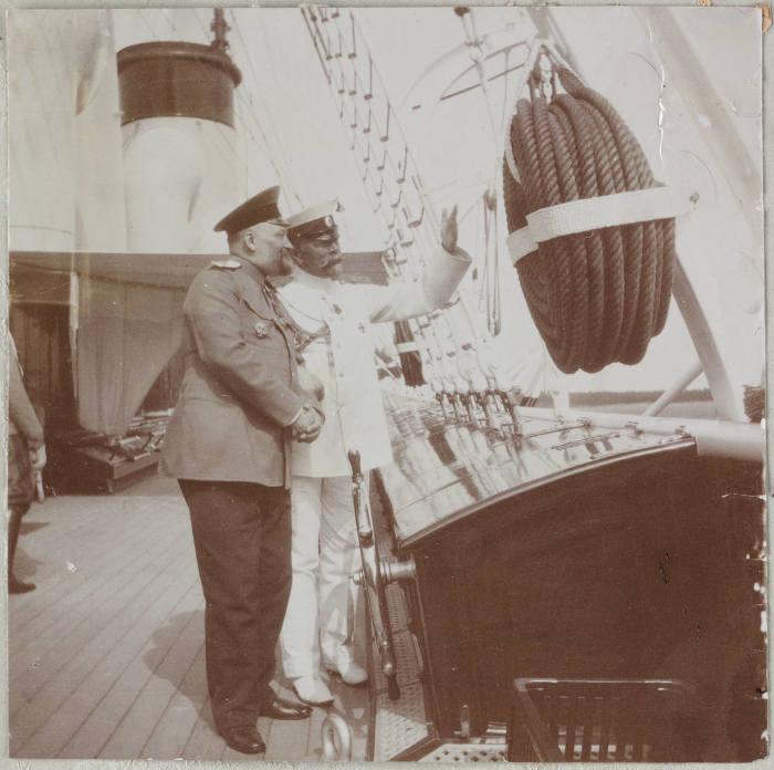 Доктор Боткин и Адмирал Чагин на борту яхты Штандарт.