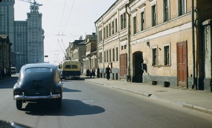 Движение на улице Герцена. СССР, Москва, 1950-е годы.