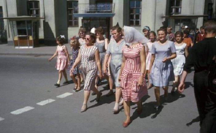 Переход улицы Ленина от нархозу. Фото Харрисона Формана. СССР, Иркутск, 1964 год.