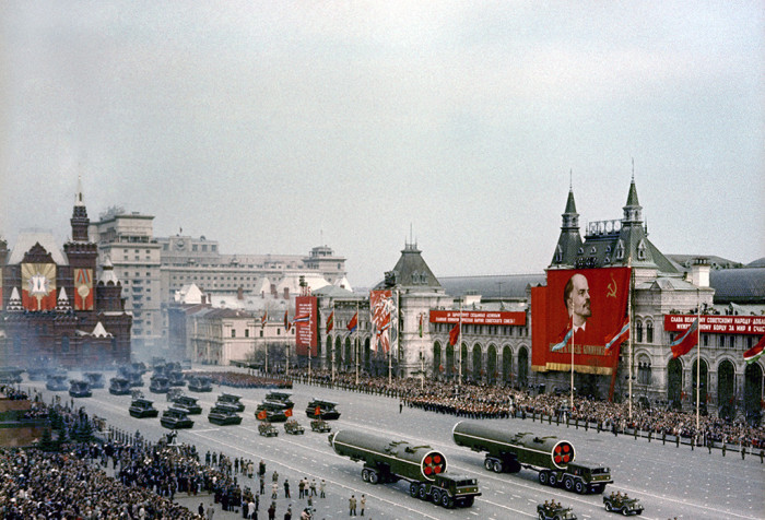 Традиционный ноябрьский парад. СССР, Москва, 1965 год.