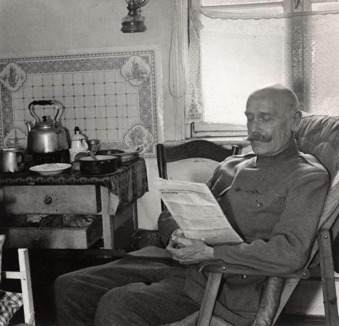 Бывший генерал Неровинский в эмиграции работающий поваром в одном из ресторанов в Берлине. Германия, 1930 год.