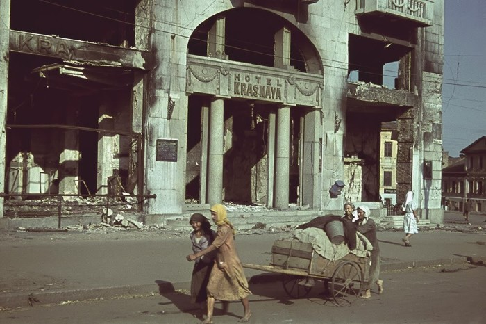 Гостиница «Красная» в оккупированном Харькове в июне 1942 года.