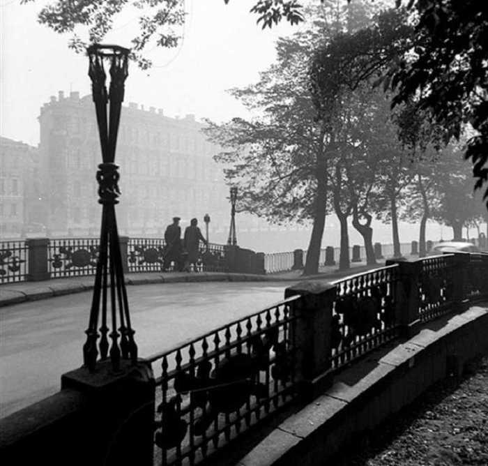 Фотографии из серии «Мосты Петербурга», 1957 год.