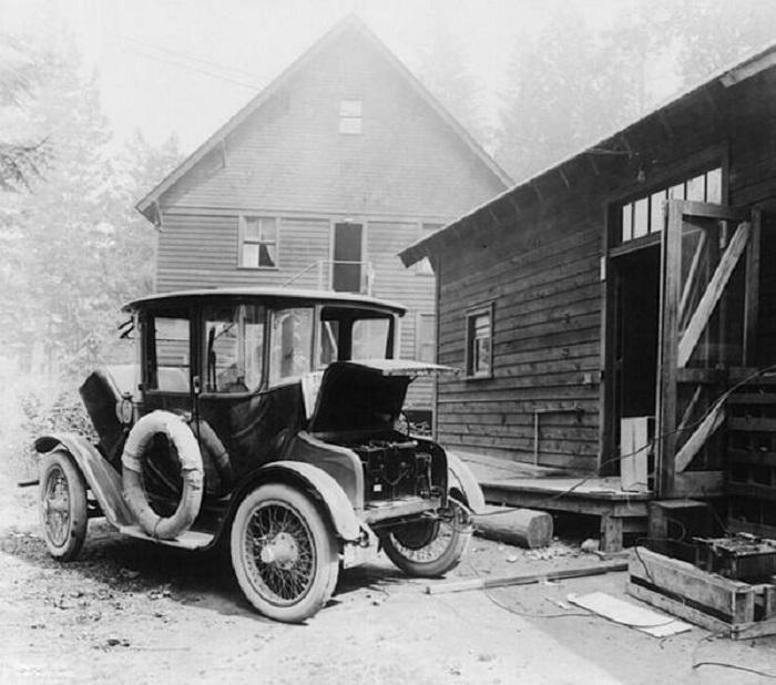 Электромобиль Томаса Эдисона марки Detroit Electric в 1907 году.