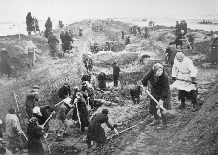 16 июля 1941 года Государственный комитет обороны СССР принял решение о создании оборонительной линии на подступах к Москве, чтобы прикрыть волоколамское, можайское и мароярославецское направление, в последующем и калужское направление. Около 2 месяцев десятки тысяч жителей Москвы и Подмосковья (примерно три четверти из них составляли женщины) под бомбежкой строили Можайский рубеж.