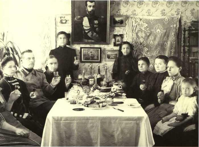 Семья за праздничным столом. Россия, 1900-е годы. Из собрания Московского Дома фотографии.