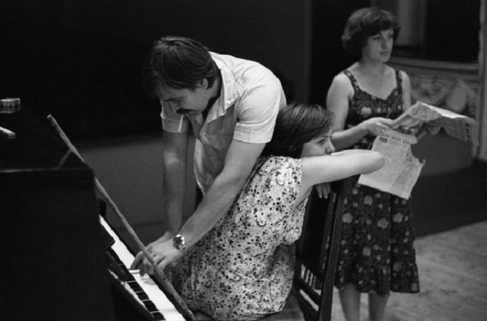 Репетиция спектакля. СССР, клуб Строителей, Новокузнецк, 8 августа 1982 года.