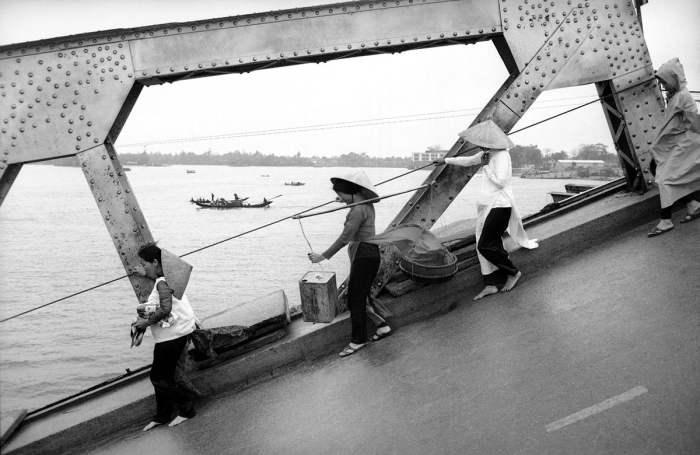 Битва за южновьетнамский город Хюэ - одно из наиболее долгих и кровопролитных сражений за все время боевых действий во Вьетнаме, произошедшее в 1968 году между силами США и Южного Вьетнама с одной стороны и силами Северного Вьетнама, и их союзниками с другой. Сражение характеризовалось ожесточёнными уличными боями, сопровождавшимися большими разрушениями и жертвами среди мирного населения.