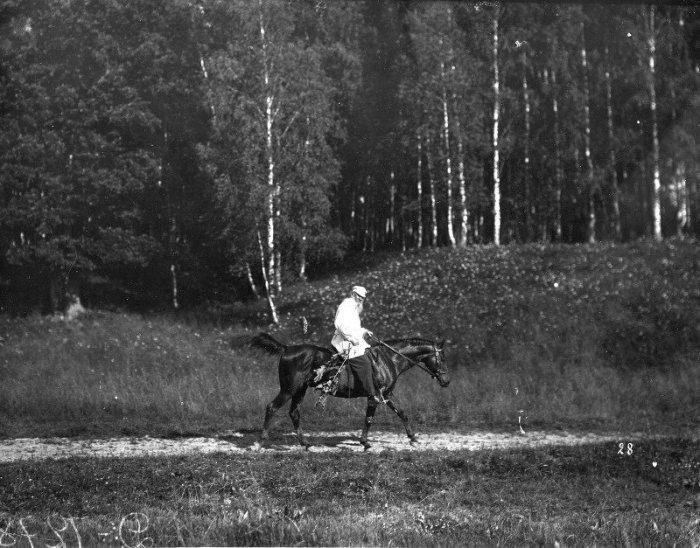 Лев Николаевич Толстой. Ясная Поляна, 1908 год.