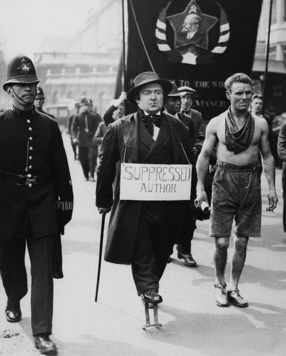 Коммунистическая демонстрация в Англии в 1928 году.