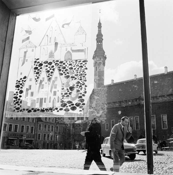 Витрина одного из магазинов возле Таллинской ратуши. СССР, Эстония, 1960-е годы.