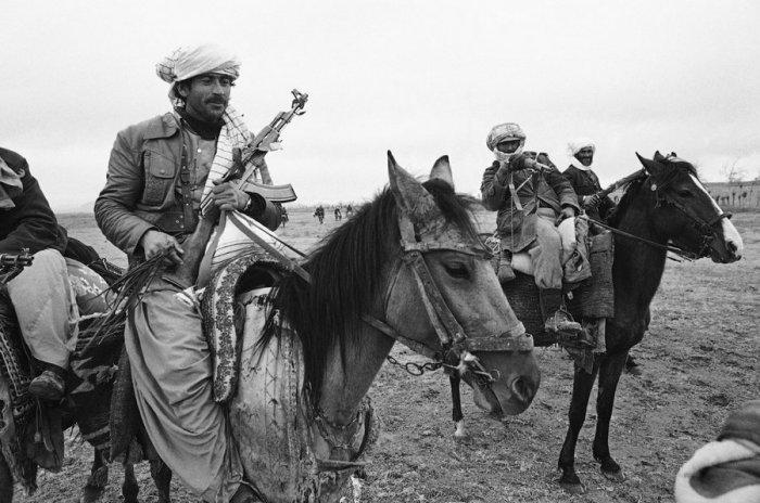 Несмотря на присутствие советских и афганских правительственных войск, повстанцы патрулировали горные хребты вдоль афганской границы с Ираном.