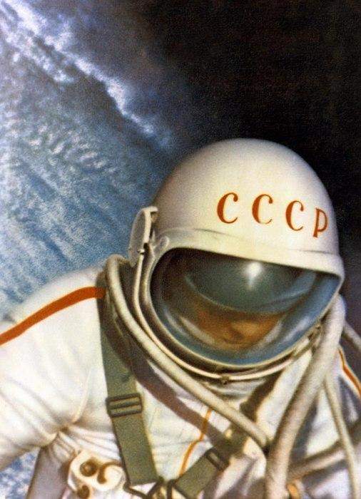 Алексей Леонов в космосе в 1965 году.