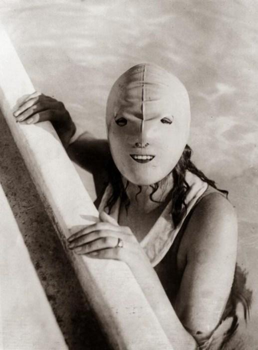 Лучшая солнцезащитная маска для лица, которая имелась в распоряжении населения в 1920-х годах.