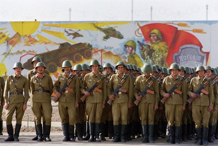 Советские солдаты в центре Кабула, 19 октября 1986.