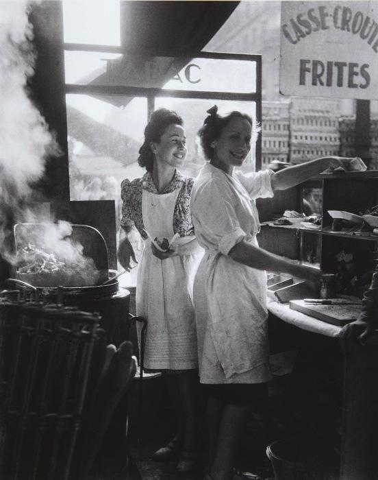 Студенческое кафе на рю Рамбюто в 1946 году.