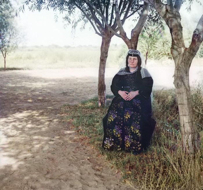 Азербайджанка в народном костюме. Азербайджан, Муганская степь, 1912 год.