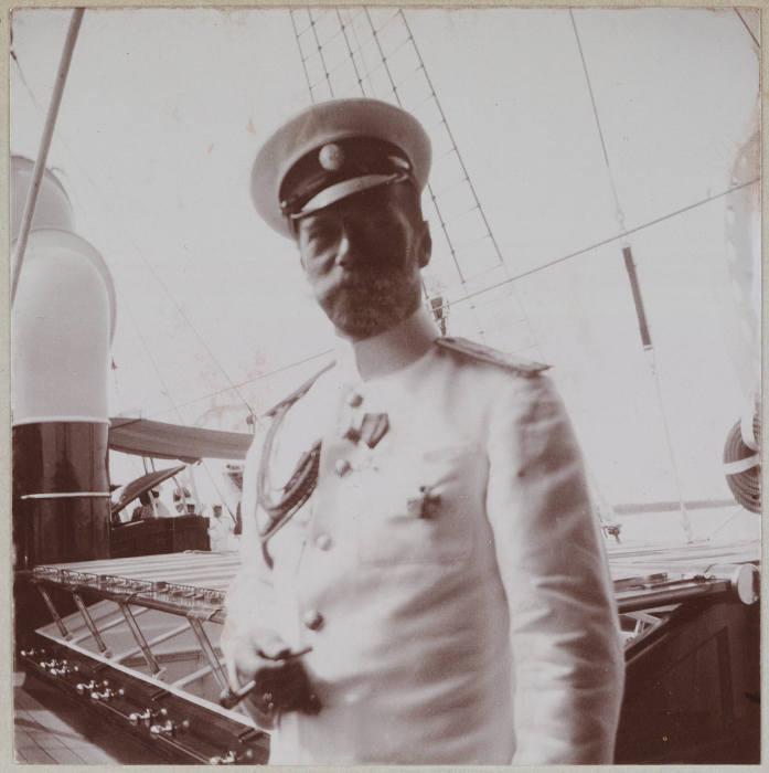 Государь император на борту яхты Штандарт.