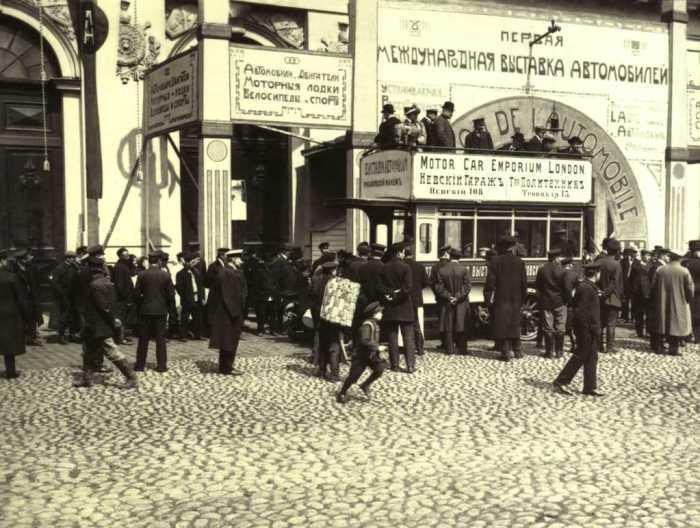 Первая автомобильная выставка в Санкт-Петербурге, 12 мая 1907 года. Из собрания Центрального государственного архива кинофотофонодокументов Санкт-Петербурга. Фото: «Карл Булла».