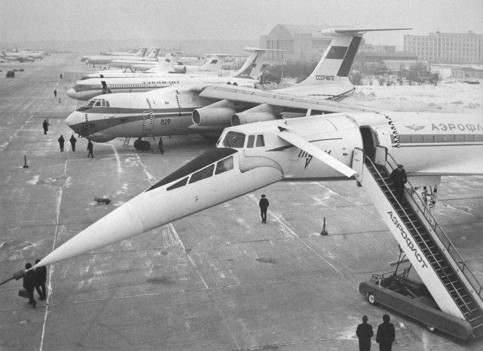 Выставка авиатехники в аэропорту Шереметьево в 1974 году.