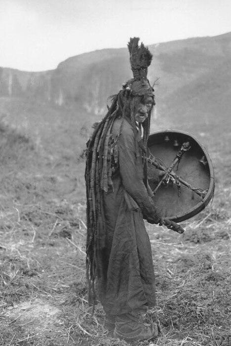Монгольский шаман в 1909 году.