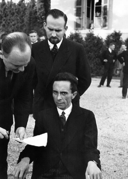 Немецкий политик, один из ближайших сподвижников и верных последователей Адольфа Гитлера.
