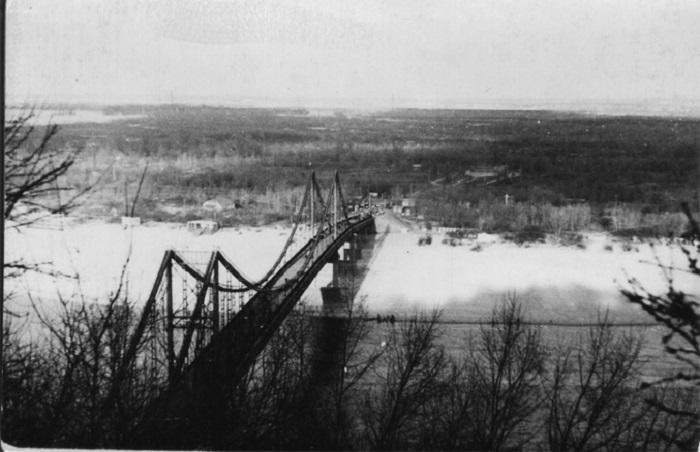 Пешеходный мост через Днепр на Труханов остров в 1963 году.