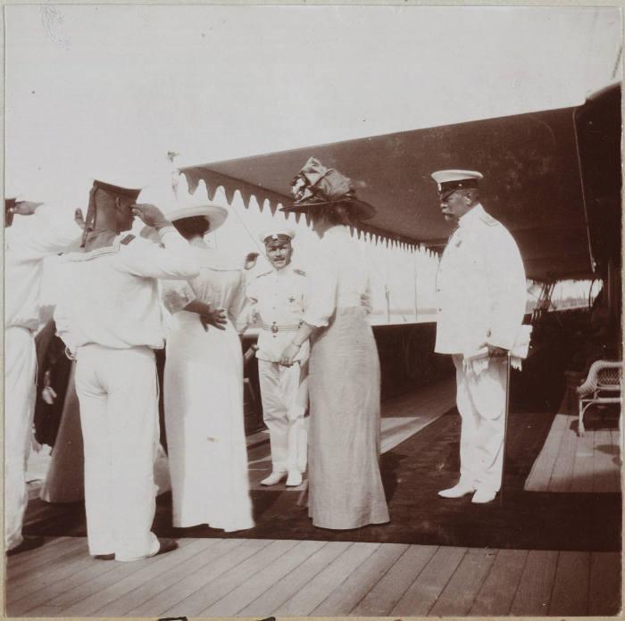 Адмирал Чагин и офицеры Вырубова и фрейлина София Карловна Буксгевден.