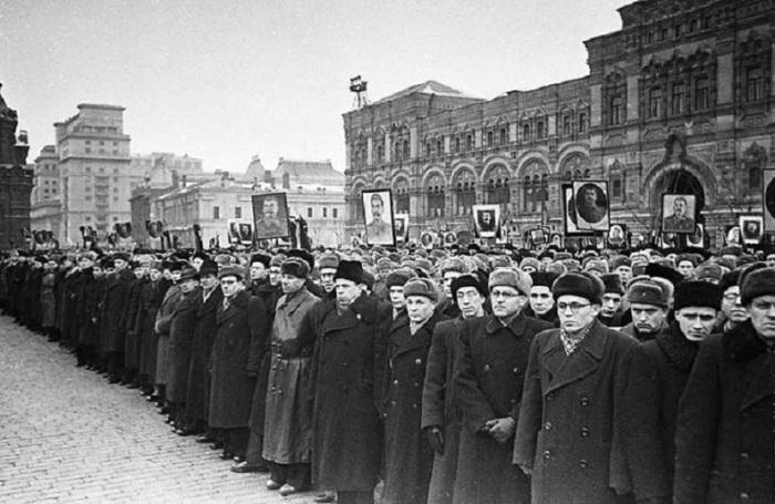 Похороны Председателя Совета Министров СССР и Секретаря ЦК КПСС Иосифа Виссарионовича Сталина.