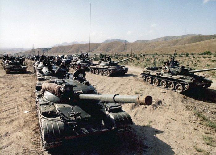 Советские войска на пути в Афганистан в середине 1980-х годов.
