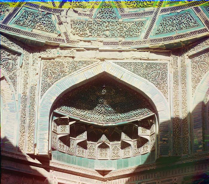 Входные врата внутри мавзолея Буян-Кули-Хан. Бухара, 1905 год.