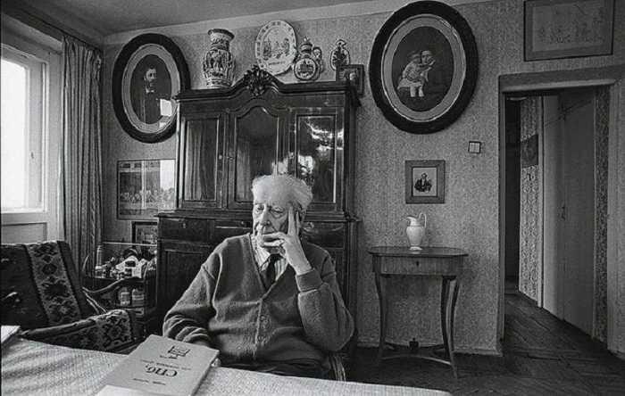 Советский и российский филолог, культуролог, искусствовед, доктор филологических наук, профессор.
