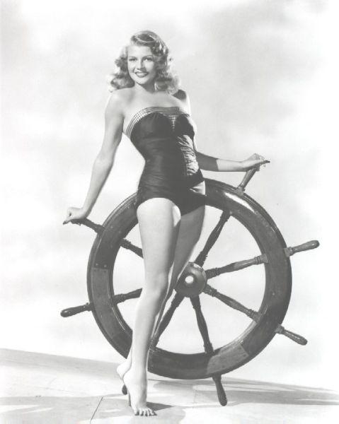 Модель в новом купальнике со штурвалом. 1960-е годы.
