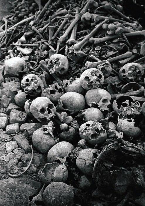 Равенсбрюк - концентрационный лагерь Третьего рейха, располагавшийся на северо-востоке Германии в 90 км к северу от Берлина около одноимённой деревни. Существовал с мая 1939 до конца апреля 1945 года. Крупнейший женский концентрационный лагерь нацистов. Количество зарегистрированных заключённых за всё время его существования составило более 130 тысяч человек.