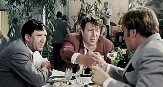 Кадр из комедии «Бриллиантовая рука».