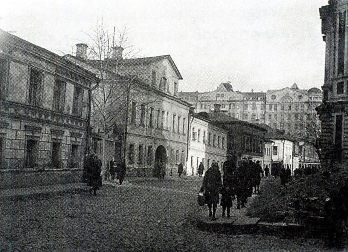 Переулок, которые соединяет Большую Татарскую улицу с Большой Ордынкой. СССР, Москва, 1920-е годы.