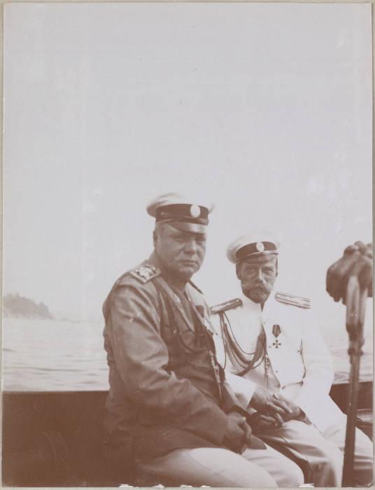 Адмирал Нилов и император Николай II на борту яхты Штандарт.
