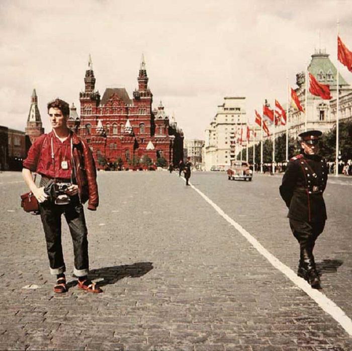 Швейцарский турист на Красной площади. СССР, Москва, 1957 год.