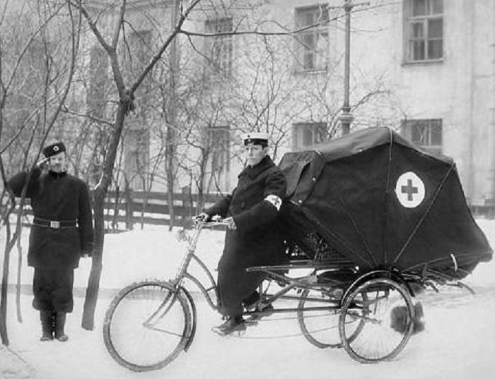 Велокарета скорой помощи в 1900 году.