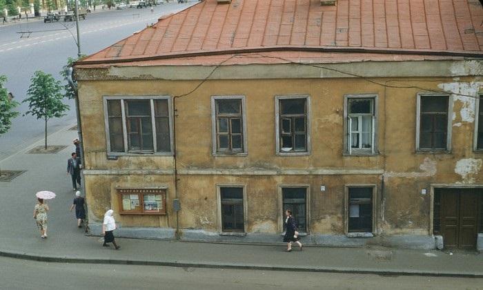 Угол Большого Девятинского переулка и улицы Чайковского. СССР, Москва, 1950-е годы.