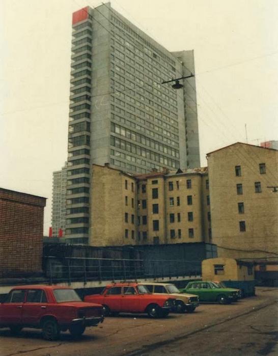 Высотка в центре города. СССР, 1986 год.