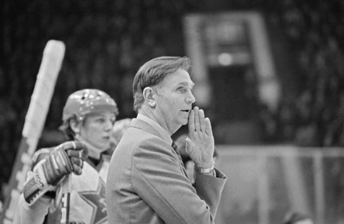 Старший тренер хоккейной команды ЦСКА и сборной СССР, заслуженный тренер СССР Виктор Васильевич Тихонов, 14 декабря 1978 года.