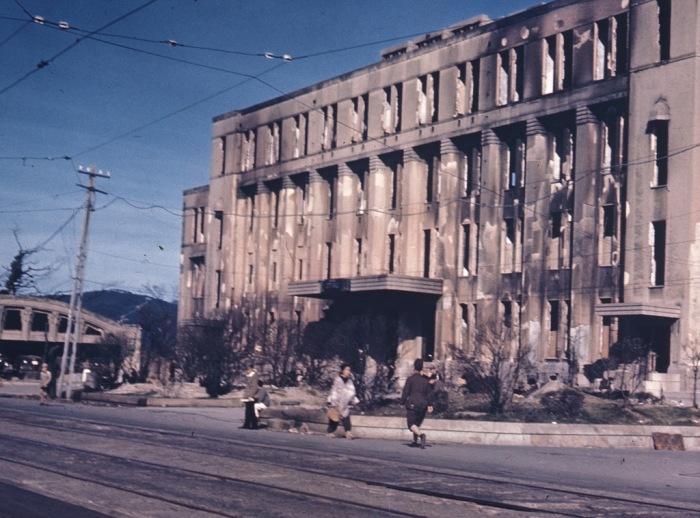Здание в Хиросиме, поврежденное в результате атомной бомбардировки в 1945 году.