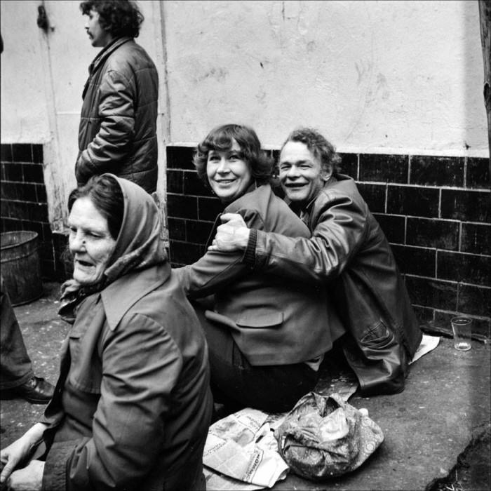 Около пивной на Покровке в 1982 году.