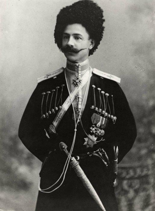 Сахно-Устимович, из Терского казачьего полка, бывший адъютант царя.