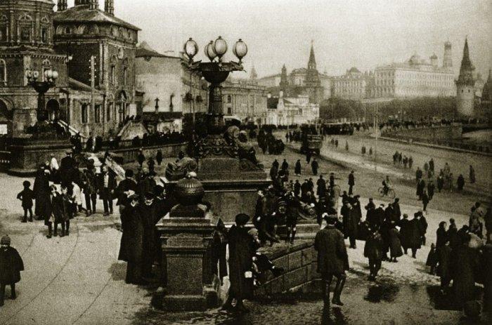 Набережная Москвы-реки у стен Московского Кремля в 1920-е годы.