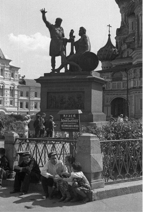 Памятник Минину и Пожарскому на Красной площади. СССР, Москва, 1939 год.